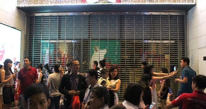 Trung tâm thương mại giữa Sài Gòn đóng cửa đêm Giáng sinh