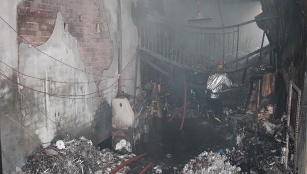Cháy lớn ở TPHCM thiêu rụi cơ sở vật liệu xây dựng và phụ tùng xe máy