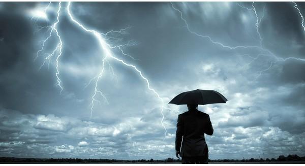 """Vài năm nữa, cơn bão 500 tỷ đô này sẽ """"thổi bay"""" ngành tài chính Trung Quốc"""