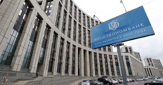 """Ngân hàng chuyên đi """"cứu trợ"""" của Tổng thống Putin cần được giải cứu"""