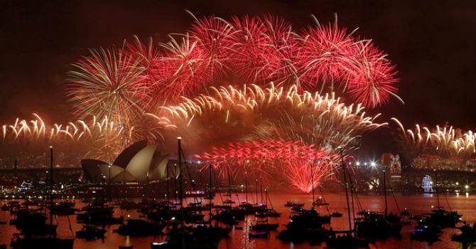 Pháo hoa rực sáng bầu trời khắp thế giới chào năm mới