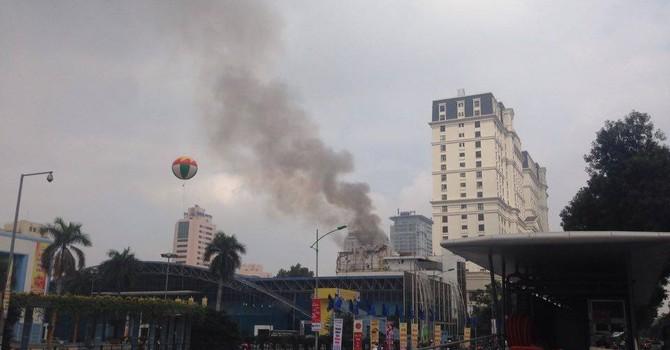 Hà Nội: Cháy khách sạn 5 tầng giữa trưa, nhiều người bỏ chạy