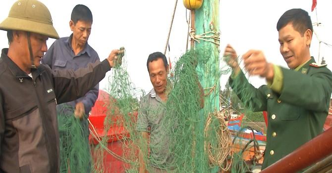 """Ngư dân """"tố"""" tàu cá Trung Quốc vây quanh phá ngư lưới cụ"""