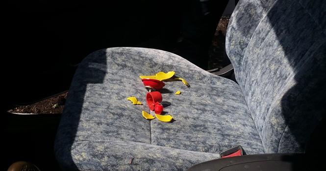 Bình chữa cháy mini tiếp tục nổ tung tóe trong ô tô