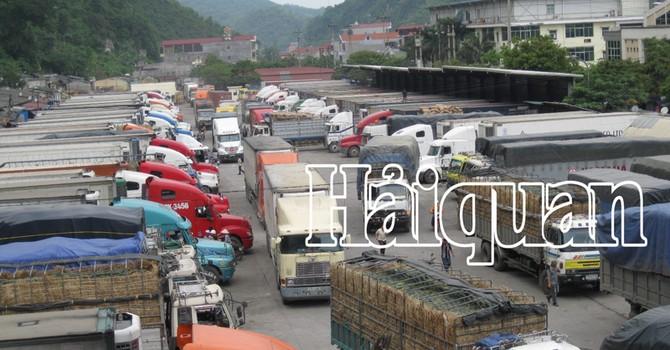Ùn ứ hàng hóa tại cửa khẩu Tân Thanh do thời tiết xấu