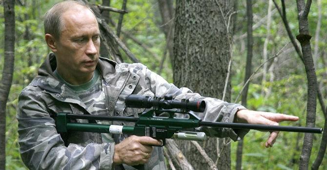 [Ảnh] Tổng thống Putin: Người đàn ông cầm súng