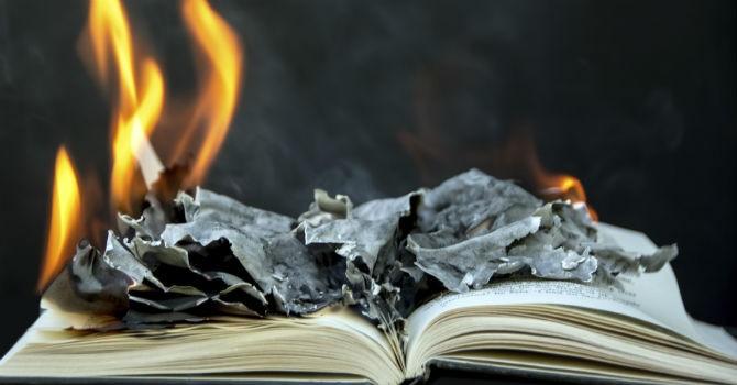 """4 cuốn sách mà các tỷ phú muốn """"cấm"""""""
