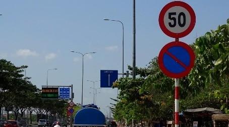 Hà Nội vẫn chưa rà soát xong biển báo dưới 50km/h