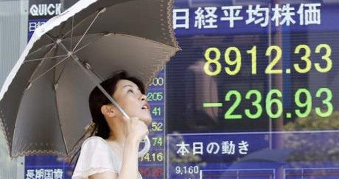 """""""Địa chấn"""" ở Nhật Bản: Nikkei mất 900 điểm, lợi suất trái phiếu bằng 0"""