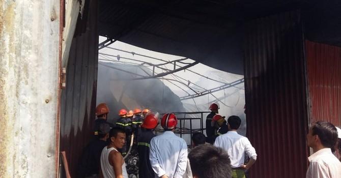 Cháy cửa hàng gia dụng ngày 5 Tết, cảnh sát chữa cháy xuyên trưa