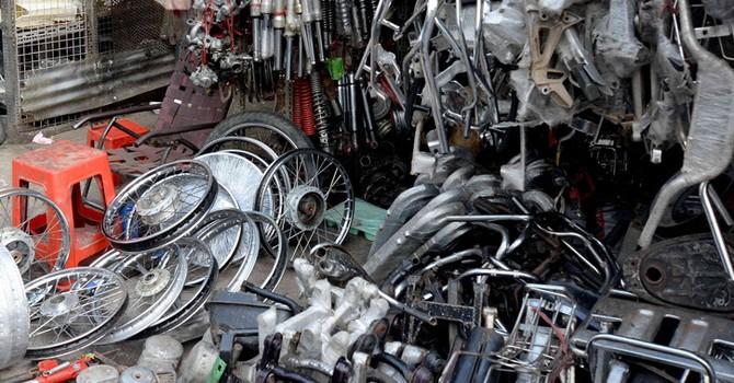 Phát hiện hàng ngàn linh kiện ô tô, xe máy cũ không rõ nguồn gốc