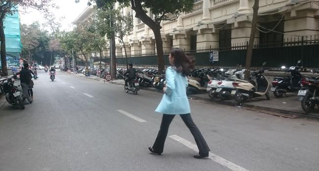 Hà Nội: Hơn 400 người đi bộ tùy tiện bị xử lý