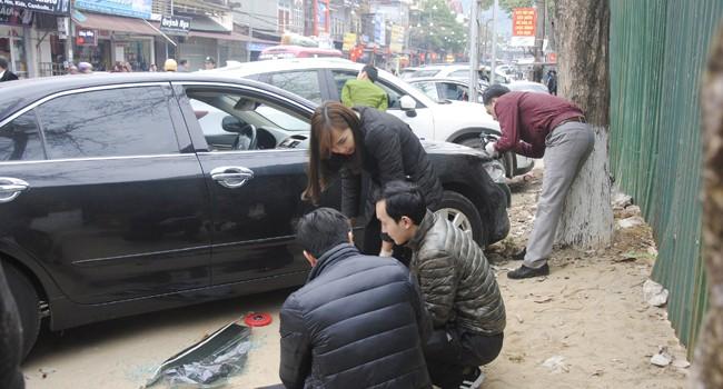 Hàng loạt xe ôtô bị đập vỡ kính trộm đồ