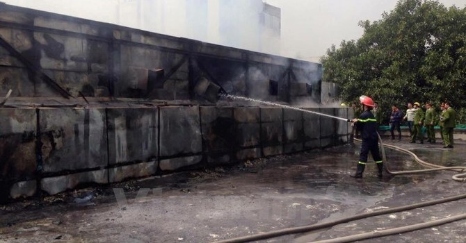 Cháy lớn thiêu rụi tầng 2 Cung thiếu nhi Hà Nội