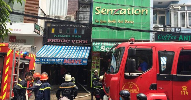 Cháy khách sạn 6 tầng, khách lưu trú hoảng loạn tháo chạy