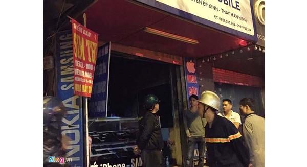 Cháy cửa hàng điện thoại, 8 người nhảy lầu thoát thân