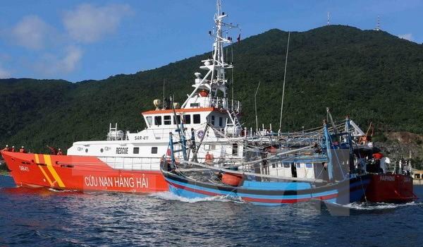 Cứu 22 ngư dân trên hai tàu cá gặp nạn ở ngư trường Hoàng Sa