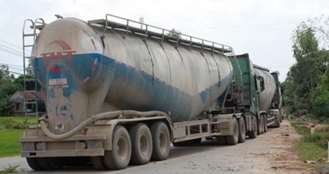 Bắt hai tài xế rút trộm hơn 100 tấn xi măng để bán