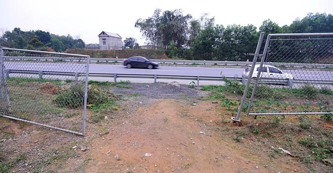 """Nguy cơ tai nạn """"rình rập"""" trên cao tốc Nội Bài - Lào Cai"""