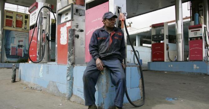 """Hàng loạt nước Trung Đông giàu có """"thắt lưng buộc bụng"""" vì giá dầu"""
