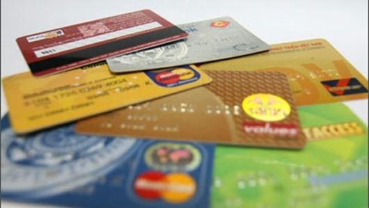 Khách ngoại quốc dùng thẻ tín dụng giả mua hàng hiệu