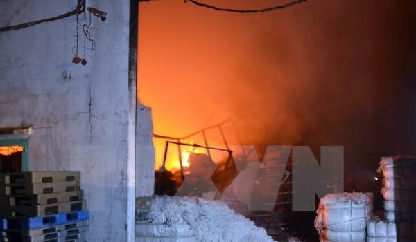 Cháy chợ tại Long An, hàng loạt gian hàng bị thiêu rụi thành tro