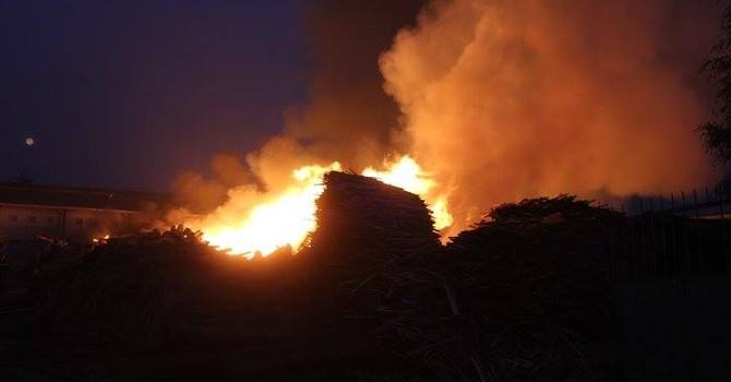Xưởng gỗ rộng hơn 1.000 m2 chìm trong biển lửa