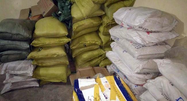 Đột nhập kho chứa phụ gia sản xuất bim bim không rõ nguồn gốc