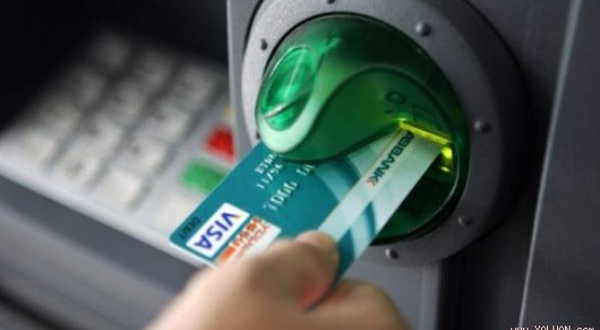 Bắt 2 người Trung Quốc dùng thẻ giả rút trên 200 triệu đồng