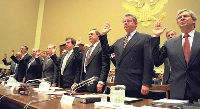 Các CEO ngành thuốc lá luôn nhận lương triệu đô vì... danh dự bị dư luận phỉ báng