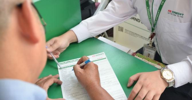 Hiểm họa khó lường khi đứng tên ký hợp đồng vay tín dụng thay cho người khác