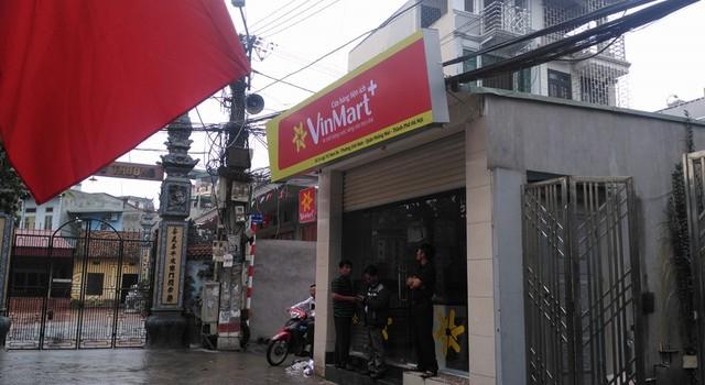 """Vinmart+ len lỏi từng ngõ ngách, """"đè chết"""" các cửa hàng tạp hóa nhỏ lẻ"""