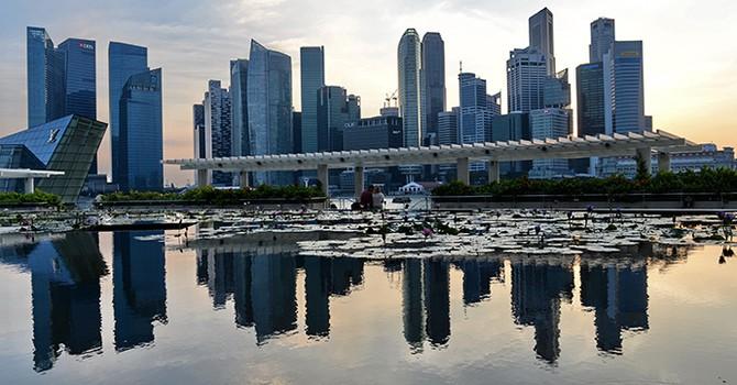 Singapore bất ngờ thay đổi chính sách tiền tệ
