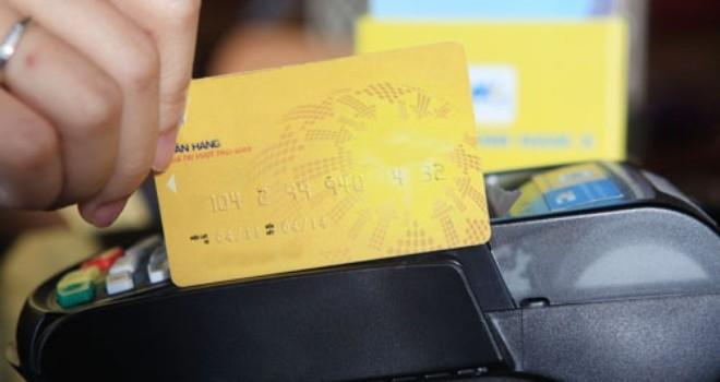 Tài chính 24h: Phí rút tiền mặt cao, chủ thẻ ATM tìm đến dịch vụ hỗ trợ lách lãi suất