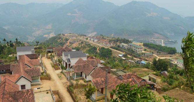 Hàng trăm hộ xây biệt thự xong chỉ để… ngắm