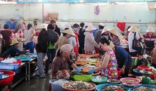 Đà Nẵng: Cá biển sạch vẫn chưa về đến các chợ vì... lỡ nhịp?