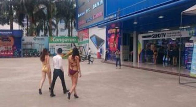 Thuê người mặc bikini bán hàng, siêu thị Trần Anh bị phạt 40 triệu đồng