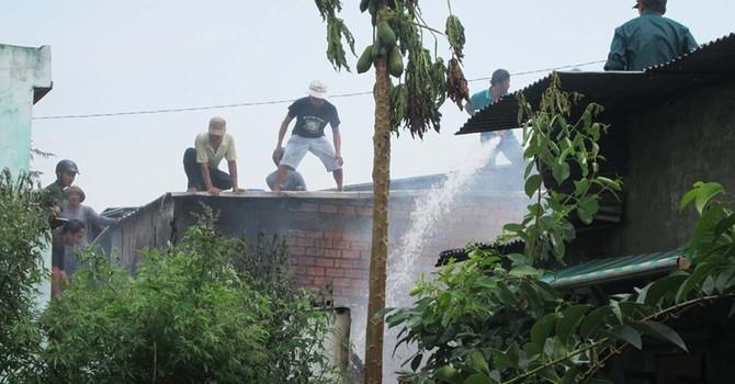 Cháy trong khu dân cư, hàng trăm người dân hoảng loạn
