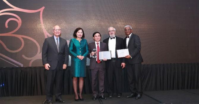 """Tổng giám đốc MB nhận giải thưởng """"thành tựu lãnh đạo"""" của Asian Banker"""