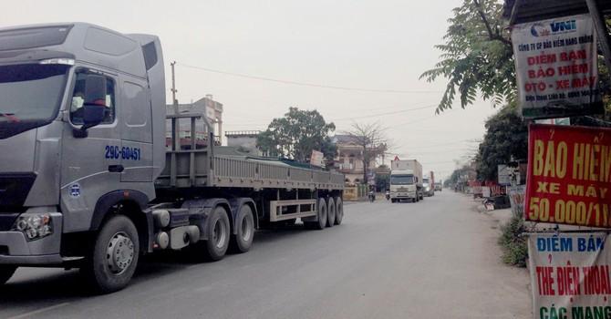 Tỉnh lộ bị tra tấn vì xe tải né phí