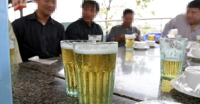 """Bia hơi """"lọt sổ"""" quản lý: Nhà sản xuất không thể vô can"""