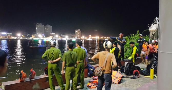 Chìm tàu du lịch trên sông Hàn, nhiều người mất tích
