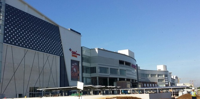TP.HCM: Bất chấp cảnh ế như chợ chiều, trung tâm thương mại vẫn nở rộ