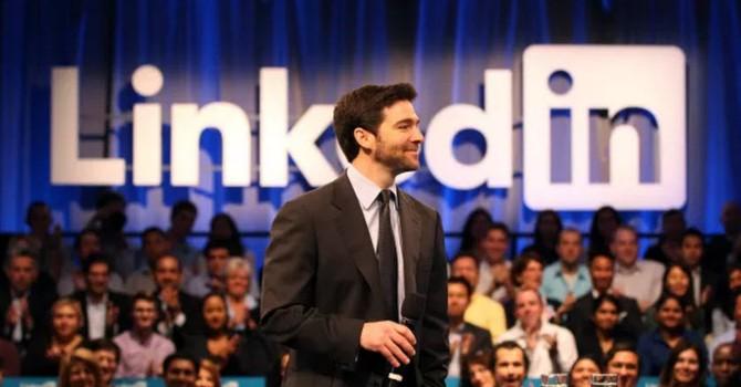 3 lý do đáng sợ khiến LinkedIn bán mình cho Microsoft