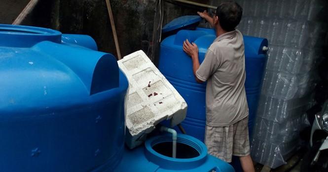 """""""Bùa"""" nước muối thành… nước mắm cá cơm tại Sài Gòn"""