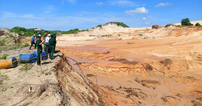 Vỡ bờ moong khai thác titan ở Bình Thuận