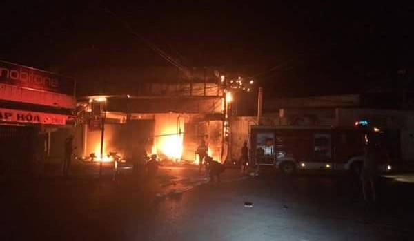 Cháy rụi một cửa hàng giữa khu dân cư, thiệt hại hàng trăm triệu