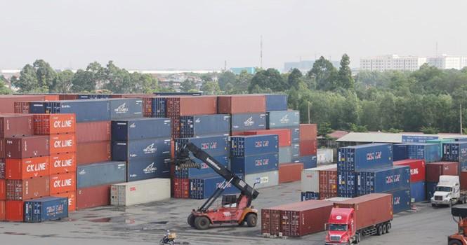 """Doanh nghiệp logistics kêu trời vì """"phí làm luật"""""""