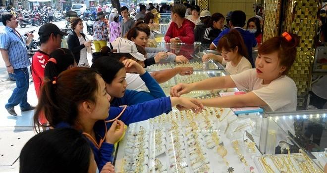 Nhiều người không kịp bán vàng còn ôm từ cơn sốt 2011