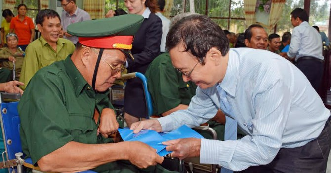 MB tặng quà thương, bệnh binh và người có công ở Miền Nam
